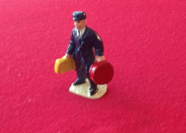 HORNBY PRE-WAR O GAUGE 1E Porter with bags (Red and Lemon cases)